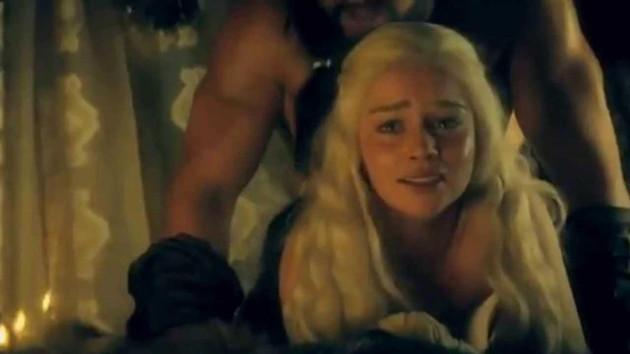 Emilia Clarke itirafı: Çıplak sahnelerde oynamam için beni zorladılar