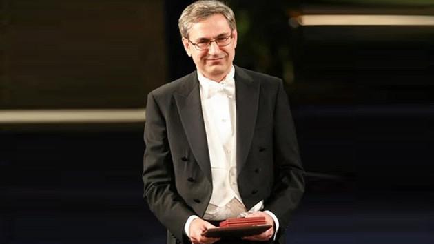 Erdoğan terörist dediği Orhan Pamuk'u Nobel aldığında telefonla arayarak kutlamıştı