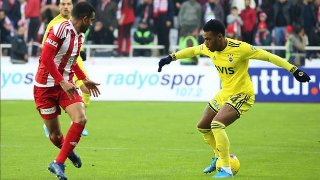 Lider Sivasspor Fenerbahçe'yi fena dağıttı: 3-1