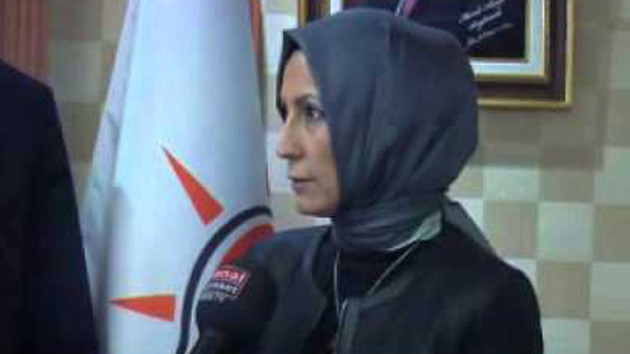 Davutoğlu'nun yol arkadaşı Özlem Özcan seçilmeyince başörtüsünü çıkarmış