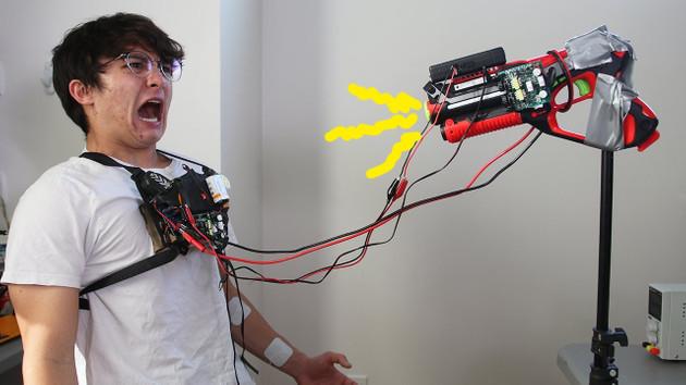 YouTuber Reeves, lazer silahını elektrik silahına dönüştürdü