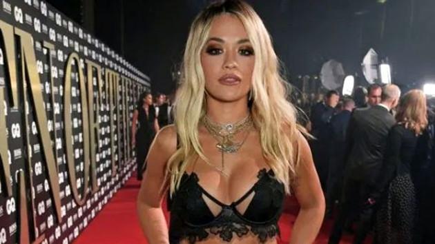 İngiliz şarkıcı Rita Ora'nın bikinili paylaşımına beğeni yağdı