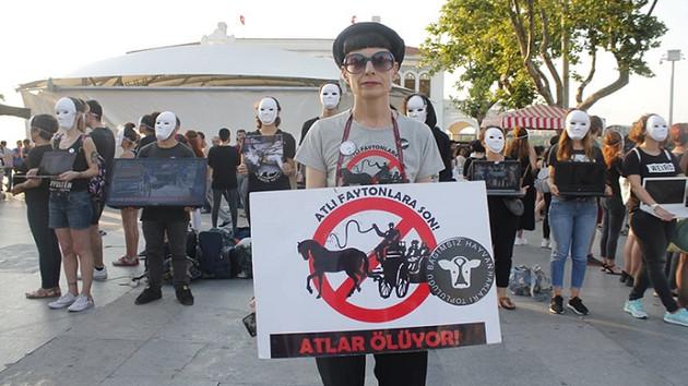 Cumhuriyet yazarı Zülal Kalkandelen serbest bırakıldı