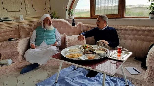 Menzil'in Ankara temsilcisi Diyanet'in kadrolu imamı