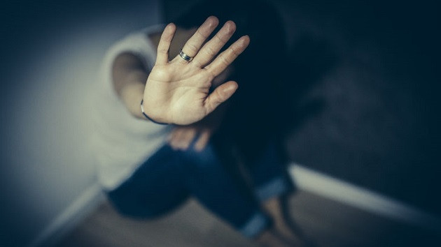 Telefonuna bakınca gördü! Uyurken sevgilisi ve arkadaşının tecavüzüne uğramış