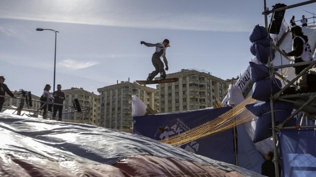 Snowboard'un ustaları Akasya'yı salladı, Can Bonomo coşturdu