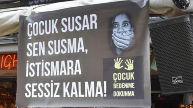 Marmaris'te işletmecilerden çocuk istismarına afişli tepki