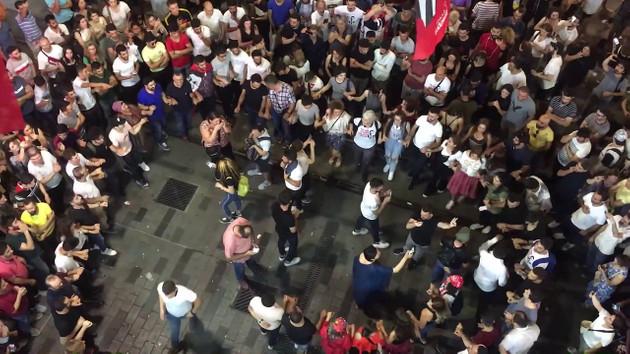Seçimin merak edilen Kürt oyları kutlama için Beyoğlu'ndaydı: Düşersem bu kavgada dosta anlatın be