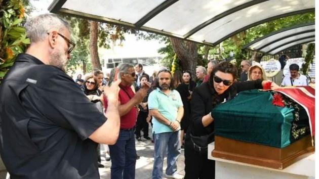 Cenazedeki fotoğrafları olay olmuştu! Selen Görgüzel eleştirilere yanıt