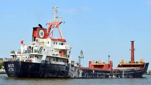 Türk gemisine korsanlar saldırdı: 10 denizci rehin alındı