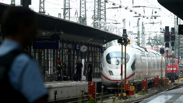 Trenin önüne itilen 8 yaşındaki çocuk hayatını kaybetti