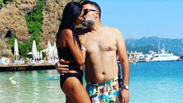 Süreyya Yalçın ve Ozan Baran plajda birbirlerini öpücüğe boğdu
