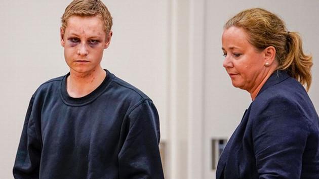 Norveç'teki cami saldırganı mahkemeye mor göz ile çıktı