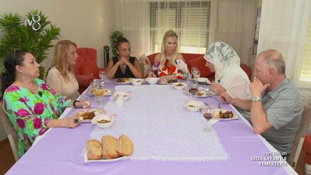 Seda Sayan'ı kızdırdılar! Yemekteyiz tartışmalarla başladı