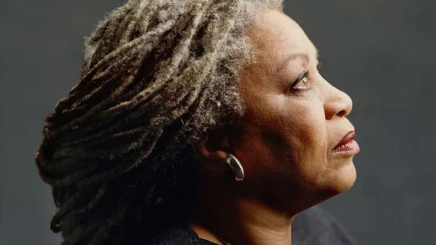 Nobel ödülü alan ilk siyahi kadın yazar Toni Morrison hayatını kaybetti
