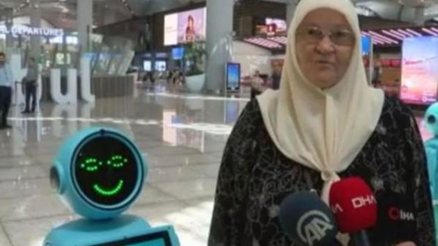 Yaşlı Teyzeden robota: Allah sana da namaz kılmayı nasip etsin