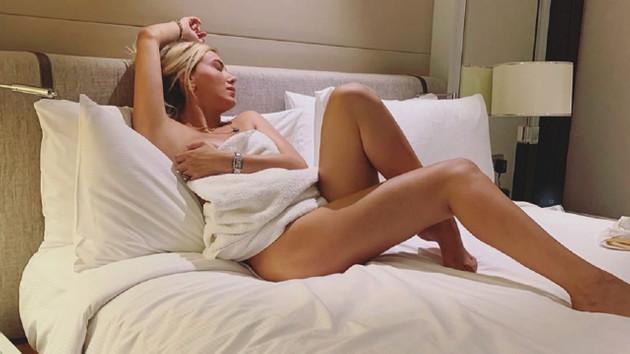 Ciciş Ceyda yataktan çıplak poz paylaştı, hemen sildi