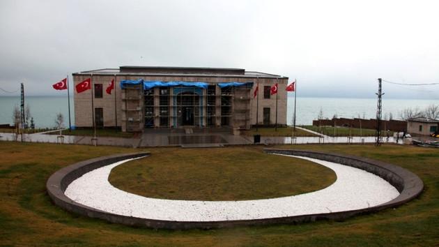 AYM'nin iptal ettiği Ahlat Cumhurbaşkanlığı Köşkü AKP'nin İmar Kanunu teklifinde