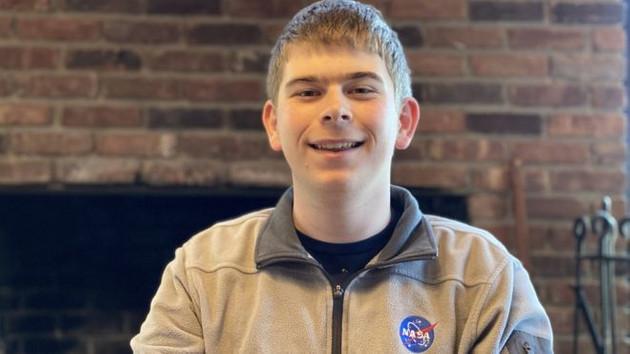 Lise öğrencisi, NASA'daki stajının üçüncü gününde gezegen keşfetti