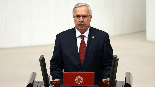 Akit muhabiri, AKP'li vekili kumar masasında yakalamış