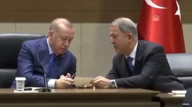Erdoğan'dan canlı yayında Hulusi Akar'a ilginç tepki