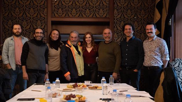 Emmy'den sonra Haluk Bilginer'in ilk projesi: Ezel Akay'ın 9 Kere Leyla'sı