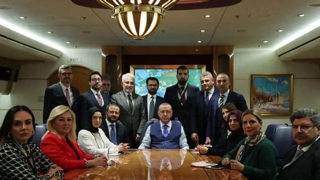 Ahmet Hakan: Erdoğan'ın uçağındaki fotoğrafta nasıl kayboldum?
