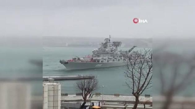 Rus savaş gemisi Boğaz'da sürüklendi: Kabataş'a yanaşamayınca Kadıköy'e demirledi