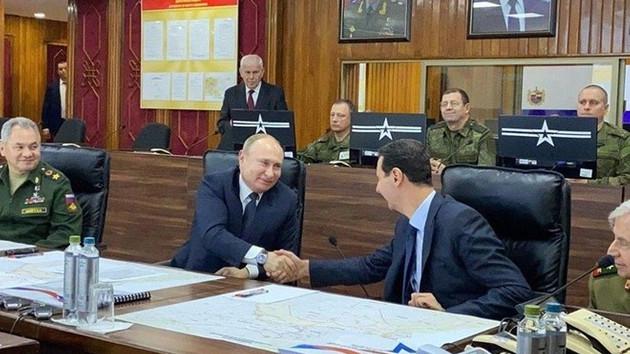 Putin Erdoğan'la görüşmeden önce Esad'la bu pozu verdi