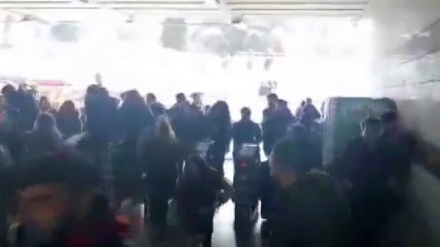 Metrobüs durağında İBB'nin ulaşım zammına protesto