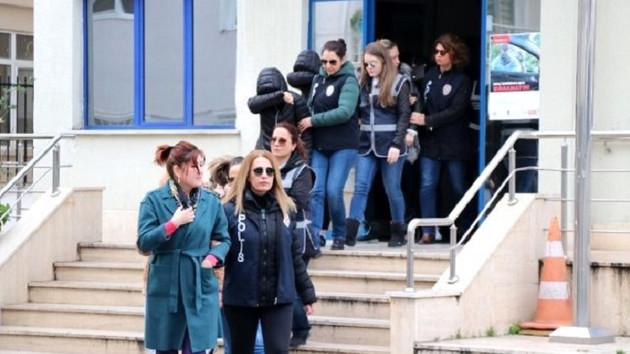 İş vaadiyle kandırdıkları kadınlara fuhuş yaptırdılar: 50 gözaltı