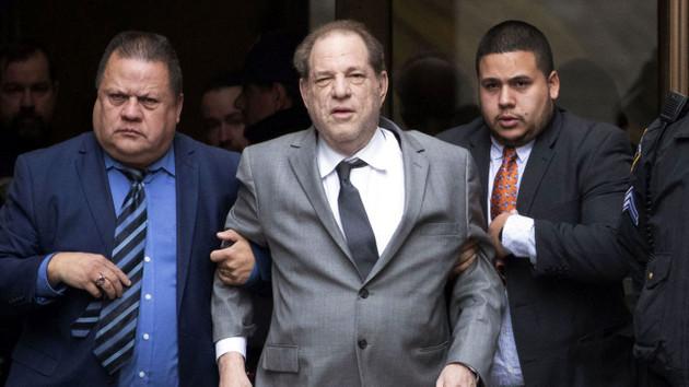 ABD'li film yapımcısı Harvey Weinstein tecavüzden suçlu bulundu