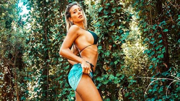 Ünlü hava durumu sunucusu Maria Sol Perez bikiniyle voleybol oynadı