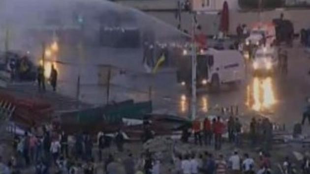 İşte o an! Polis Taksim'i böyle dağıttı!