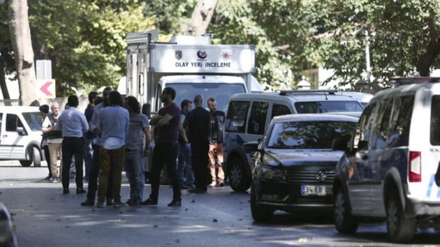 Dolmabahce attack injures 1 policeman, 2 held