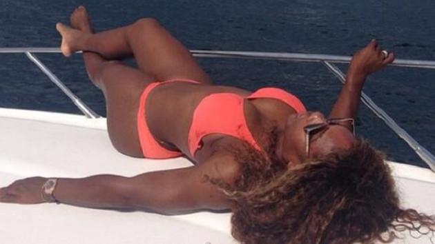 Serena şimdi de plajda esti