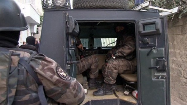 Adana'da 450 polisle şafak operasyonu!