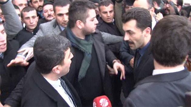 MHP'de muhalif adayların imzalarını teslim eden avukatların açıklama yapması engellendi