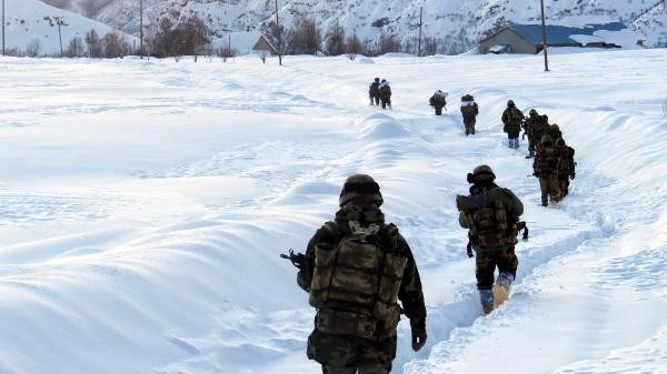 Tunceli'de 2 metre karda PKK'ya operasyon