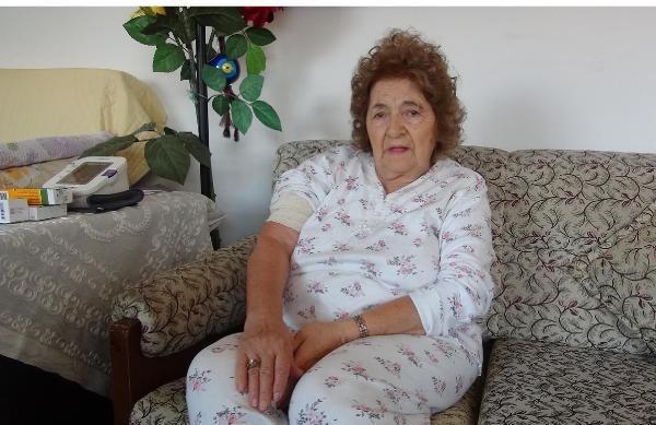 Ressam Meral Otan evinin önünde kapkaç kurbanı oldu