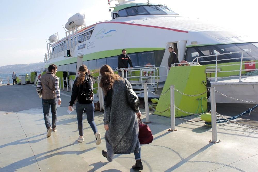 Kabataş'ta deniz otobüsleri yolcu almaya devam ediyor