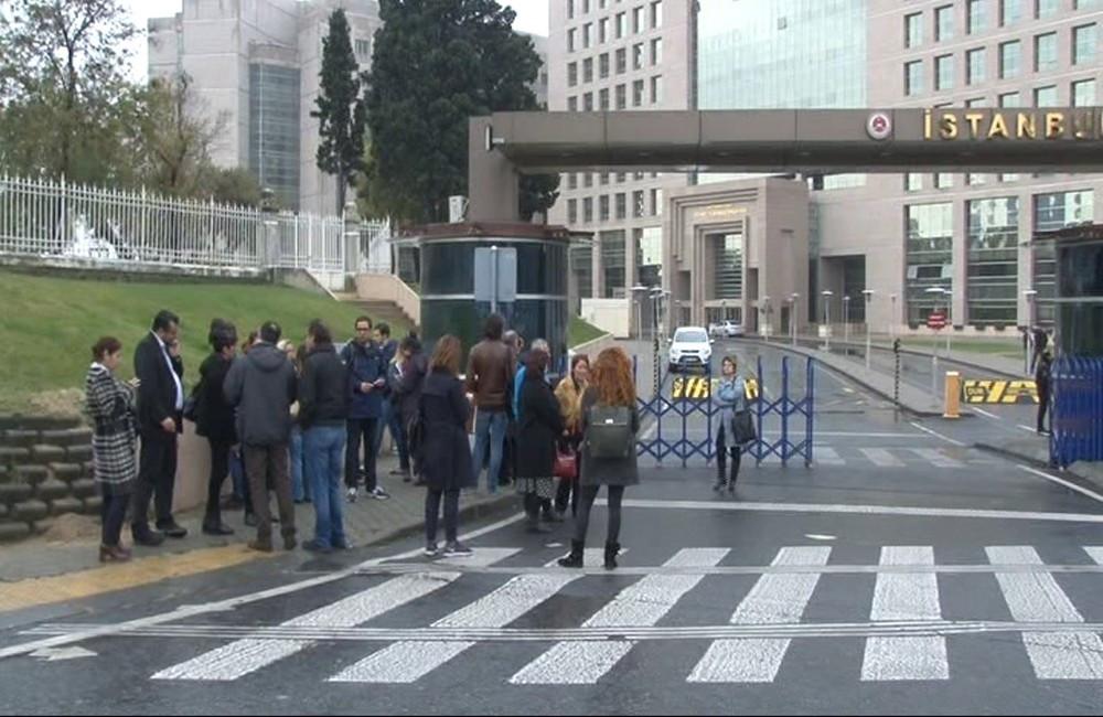 Tutuklanan Cumhuriyet Gazetesi yöneticileri cezaevine gönderildi