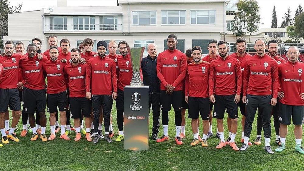 Galatasaray UEFA kupasıyla poz verdi