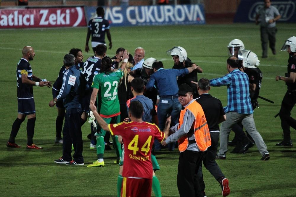 Adana'da saha karıştı: Kulüp müdürüne uçan tekme