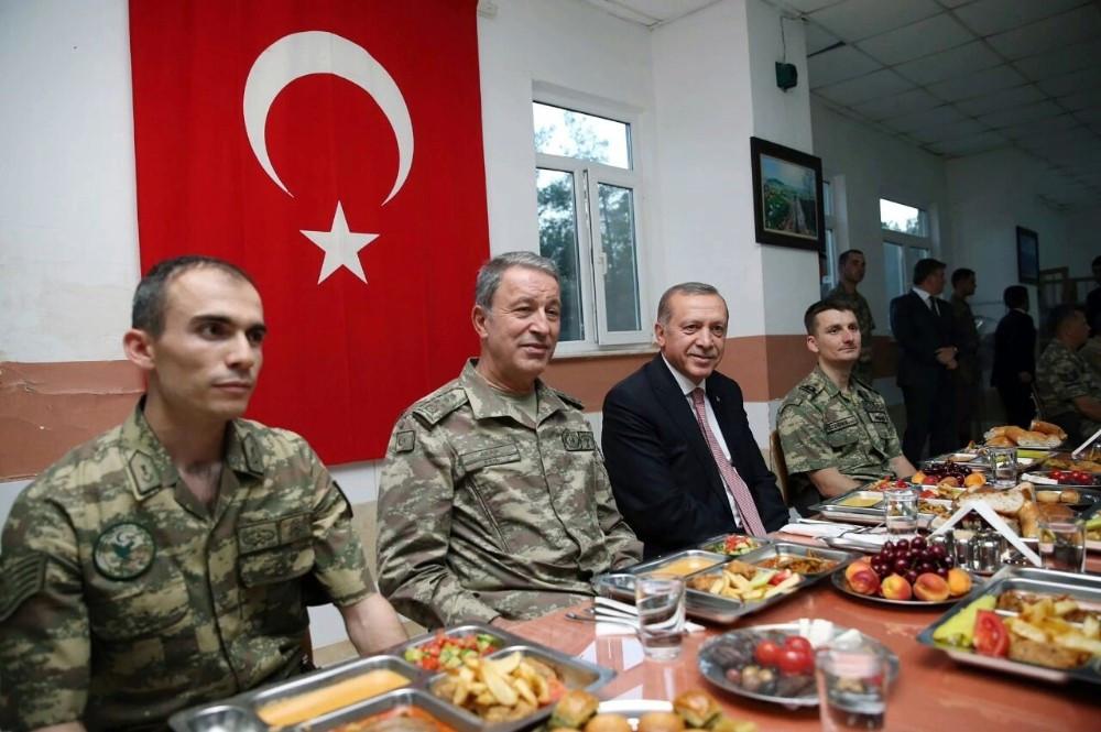 Erdoğan'dan Mardin'de sürpriz ziyaret: Mehmetçikle iftar açtı