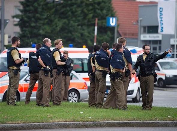 Münih'te uzun namlulu silahlarla üç saldırgan firarda
