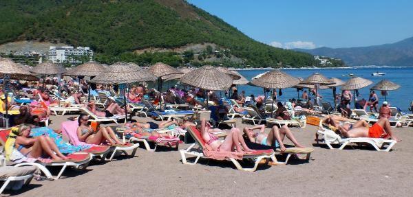 Marmaris'te tatilcilerin deniz ve güneş keyfi