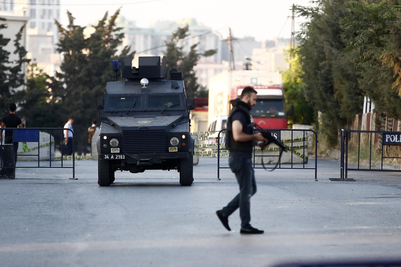 Son dakika: Siirt'te devriye görevi yapan zırhlı polis aracına roketli saldırı