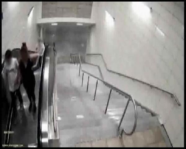Tecavüz şüphelisinin karıştığı kapkaç olayı kamerada