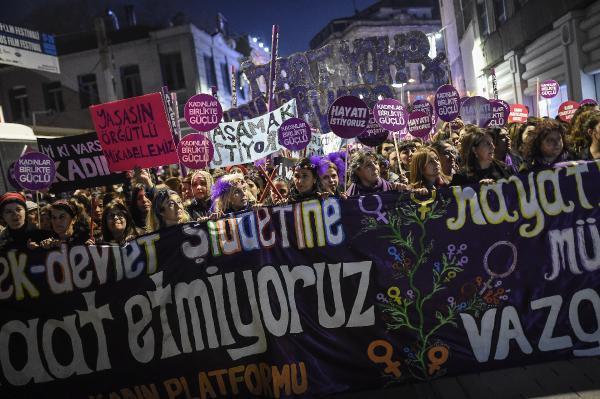 Kadınlar, İstiklal Caddesi'nde kadına şiddeti protesto etti